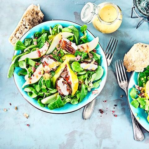 Datteln auf Feldsalat