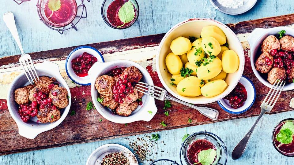Köttbullar mit Fruchtsauce