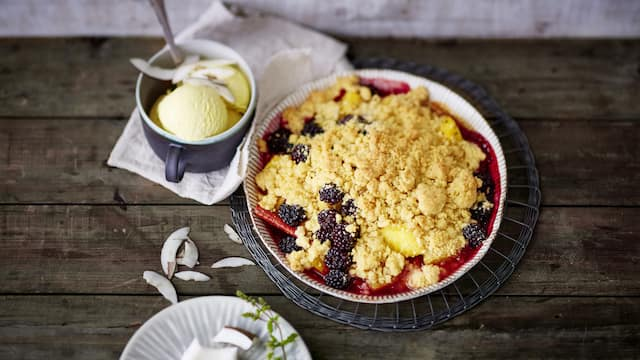 Ananas-Brombeer-Crumble