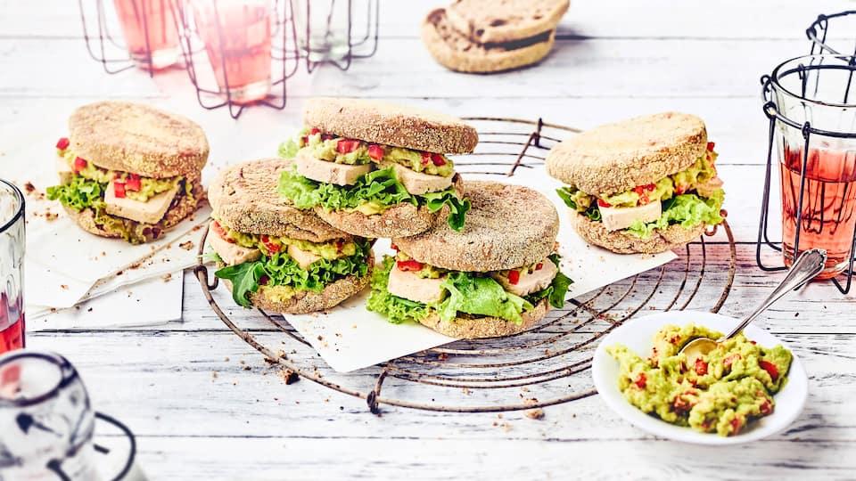 Avocado-Sandwich mit Tofu