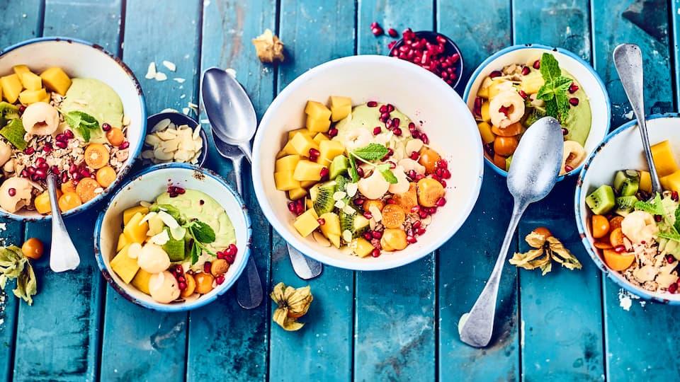 Haben Sie die grüne Frucht schon einmal süß getestet? Dann probieren Sie unsere Avocadocreme mit Ricotta und Zimt an Salat aus frischen, exotischen Früchten – zubereitet in 15 Minuten!