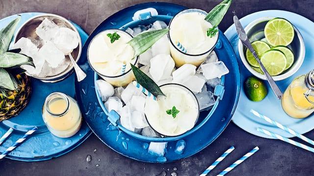 Bananen-Ananas-Cocktail