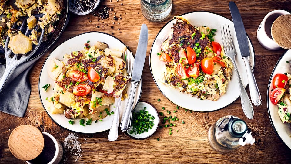 Kennen Sie schon Topinamburg? Die süße Alternative zur Kartoffel wird auch als Wunderknolle bezeichnet. Und sie schmeckt köstlich in unserem Bauernfrühstück mit Topinambur.