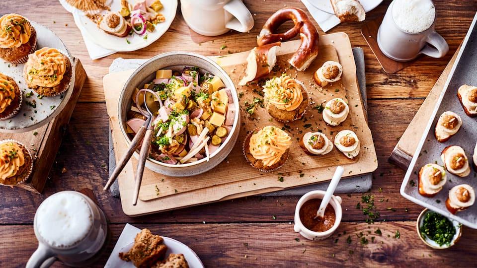 Feiern Sie Oktoberfest und servieren Sie sich und Ihren Gästen eine Auswahl feiner bayerischer Tapas: Hier ist allerlei Deftiges dabei!