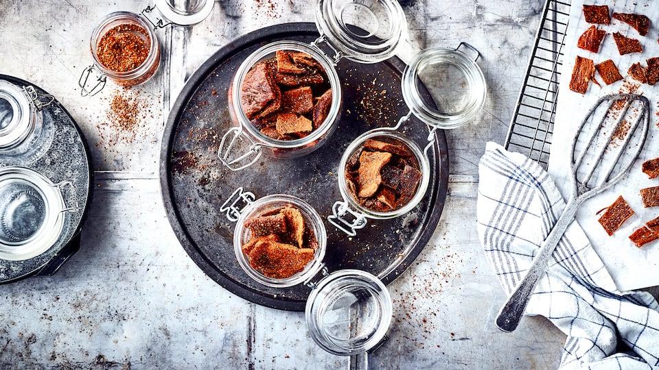 Auch als würziges Trockenfleisch bezeichnet stammt Beef Jerky aus der amerikanischen Küche und ist ein herzhafter Snack für wahre Fleisch-Fans.