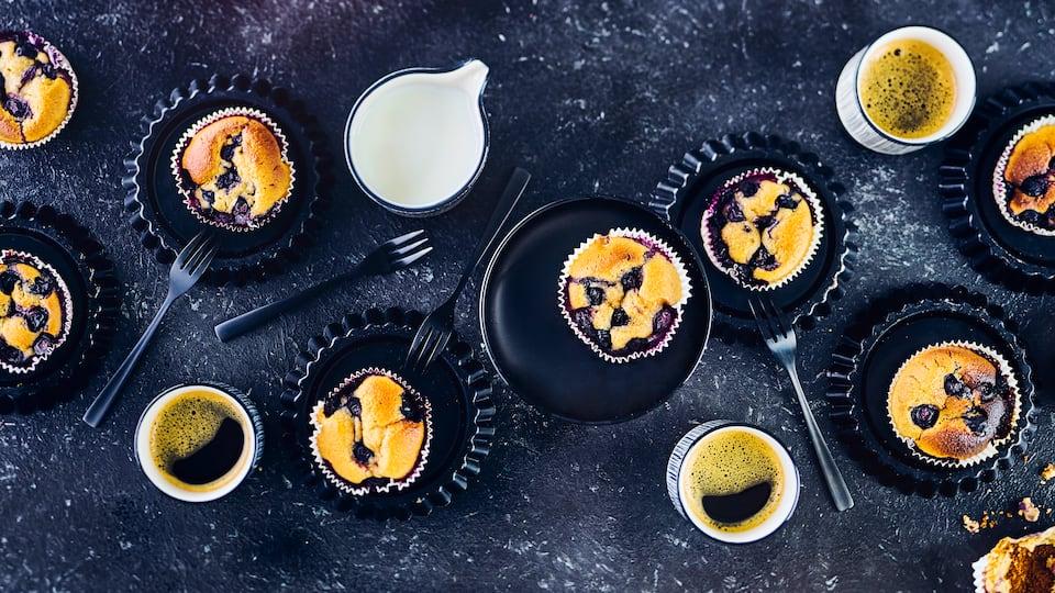 Unsere Blaubeer-Buttermilch-Muffins werden herrlich fluffig und zergehen im Mund: Probieren Sie es aus!