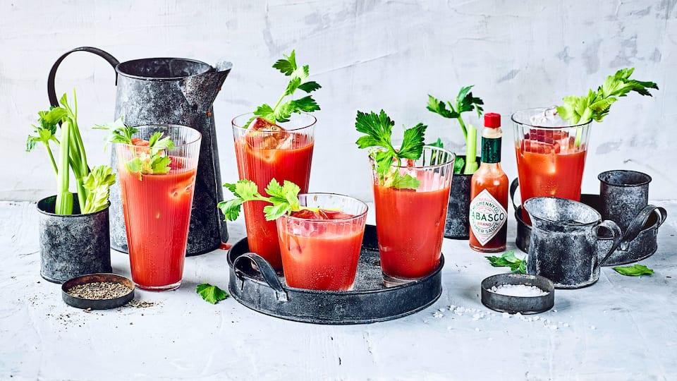 Wodka, Tomatensaft und Gewürze: Diese Mixtur ist vitalisierend für die Sinne. Mischen Sie sich eine leckere Bloody Mary nach unserem Cocktail-Rezept!
