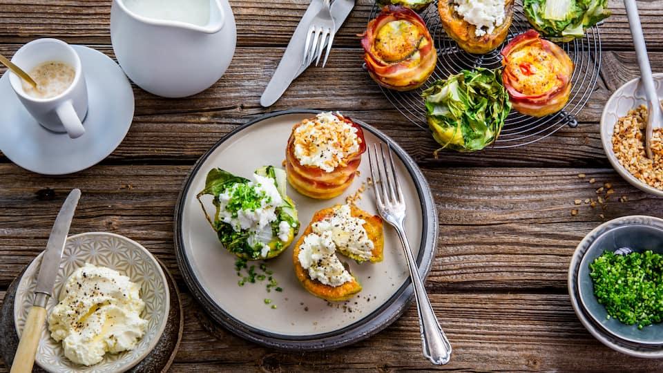 Eine super Frühstücksidee und perfekt für einen Brunch mit vielen Gästen: Probieren Sie doch einmal unser Rezept für Brunch Muffins mit Feta- und Frischkäse-Topping.
