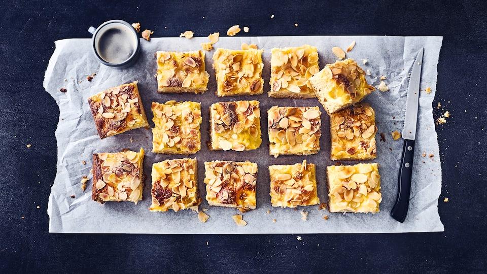 Selbst gemachter Hefeteig mit Puddingfüllung, das wird ein Butterkuchen mit Pudding der einfach nur lecker schmeckt. Probieren Sie diesen Klassiker mit Füllung, Ihre Gäste werden ihn noch leicht warm aus dem Ofen lieben.