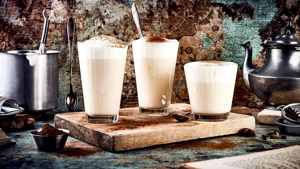 Kräftige Gewürze und warme Milch ergeben zusammen den unvergleichlichen Chai Latte Geschmack: Mit Kardamon, Zimt, Nelken und Anis schmeckt es hier bereits schon schön weihnachtlich!
