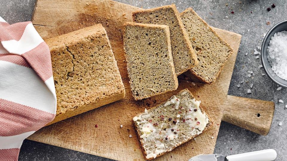 Chiasamen sind nährstoffreich, beliebt in der Low-Carb-Ernährung und gelten als gesundes Superfood. Entdecken Sie unser Rezept für glutenfreies Chia-Brot.