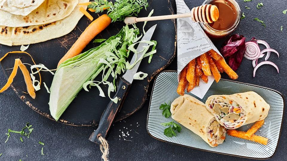 Entdecken Sie unser Rezept für leckere Wraps, gefüllt mit knackigem Coleslaw und veganem Fleischersatz – ein Genuss ganz ohne Fleisch.