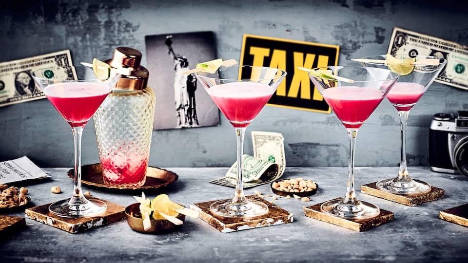 Lust auf einen Hauch von American Lifestyle? Dann mixen Sie sich einen Cosmopolitan. Alles über die Zutaten und Zubereitung des Cocktails lesen Sie bei uns!