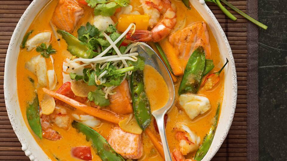 Bereiten Sie unser leckeres Curry mit Fischfilet und allerlei Gemüse zu. Zitronengras, Ingwer, Curry und Chili sorgen für eine asiatische Note.