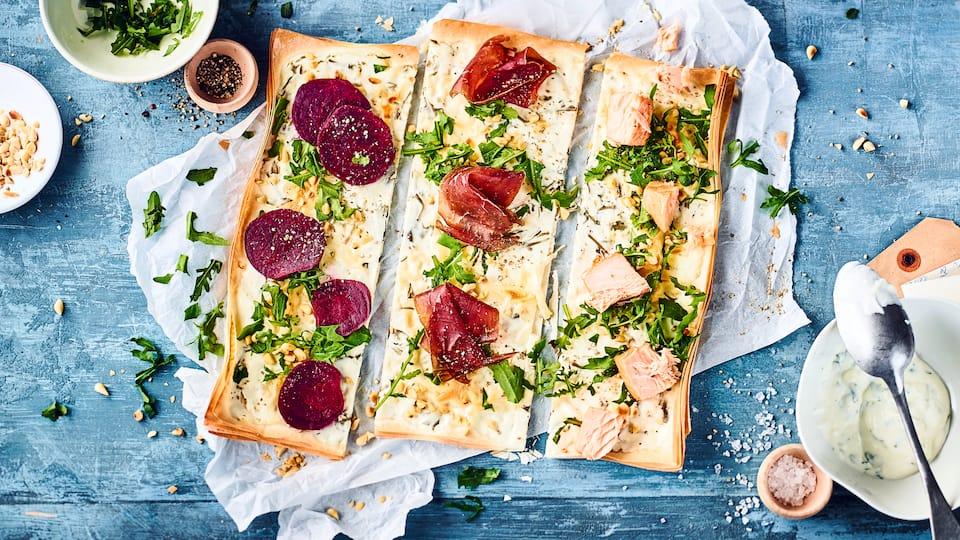 Elsässer Flammkuchen sind keine Pizza. Der Teig und die Zutaten für den Belag unterscheiden sich erheblich. Überzeugen Sie sich selbst mit dem EDEKA-Rezept!