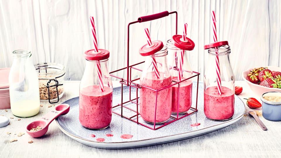 Milchshakes schmecken Groß und Klein, ob zum Frühstück oder als flüssige Zwischenmahlzeit. Probieren Sie unsere Kreation mit Buttermilch und Erdbeeren!