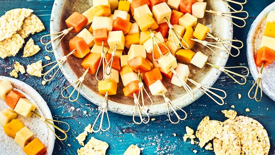 Exotische Frucht-Käse-Spieße