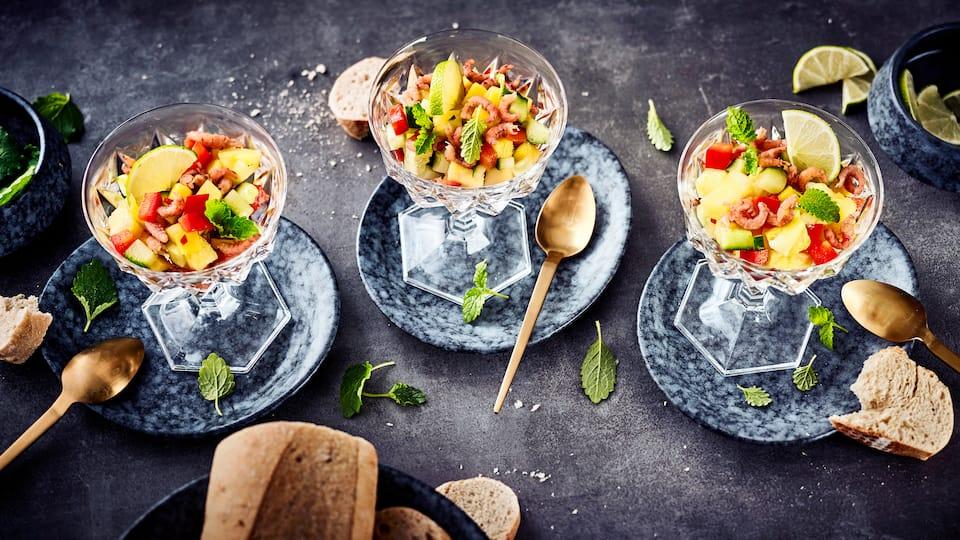 In unserem exotischen Krabbensalat mit Ananas, Mango und Chili begeistern Nordsee-Krabben mit vollem Geschmack.