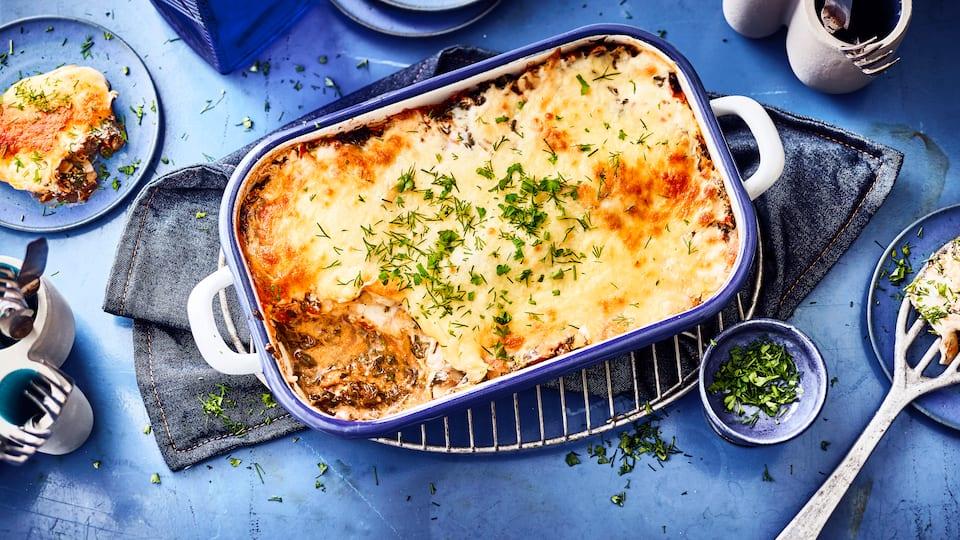 Lasagne ist ein Klassiker unter den Pasta-Gerichten. Probieren Sie unsere saftige Fisch-Lasagne mit Kabeljau und Blattspinat in Tomatensauce.