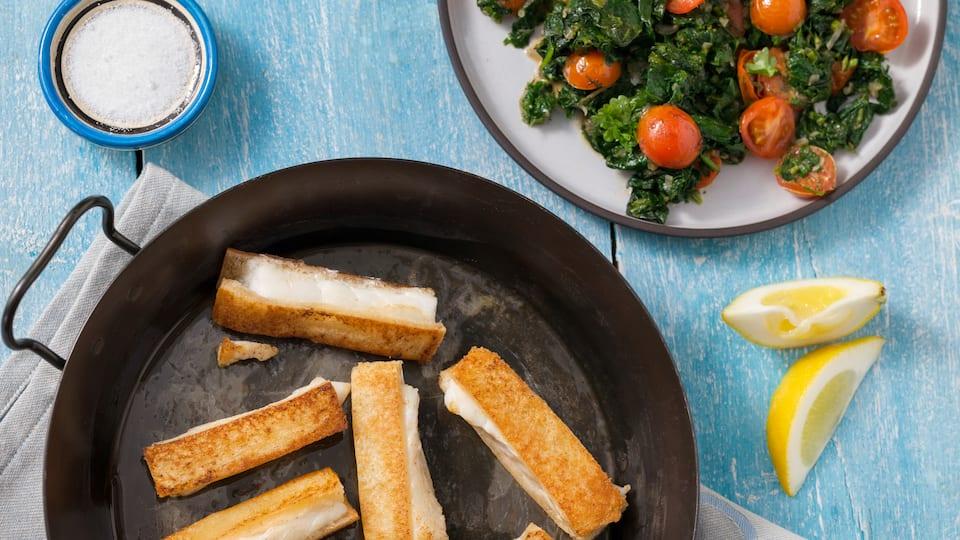 Fischstäbchen selber machen ist ganz leicht! Mit unserem Rezept zaubern Sie schnell und einfach leckeren Fisch in handlichen Stäbchen auf die Teller!