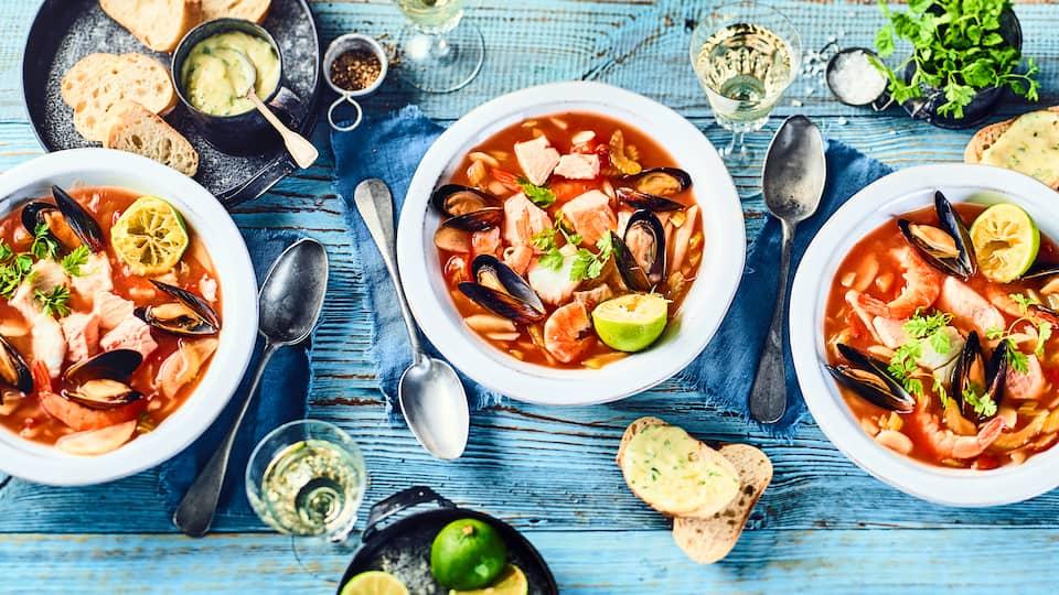 Bereiten Sie in nur 40 Minuten unsere schnelle und leckere Fischsuppe mit Krustentieren und Muscheln zu. Unser Rezept verrät, wie es geht.