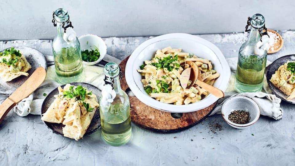 Ein Klassiker aufs Brötchen oder auch als Beilage: Fleischsalat mit Fleischwurst, Gewürzgurken und selbstgemachter Mayonnaise.
