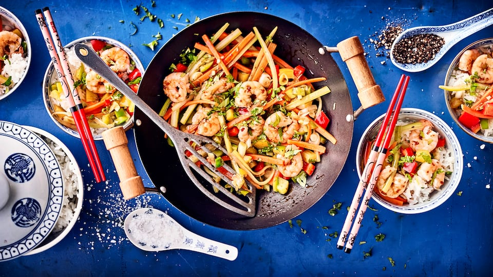 Leckeres Asiatisches Wokgericht mit Garnelen und viel frischem Gemüse. Dazu köstlich gewürzt!