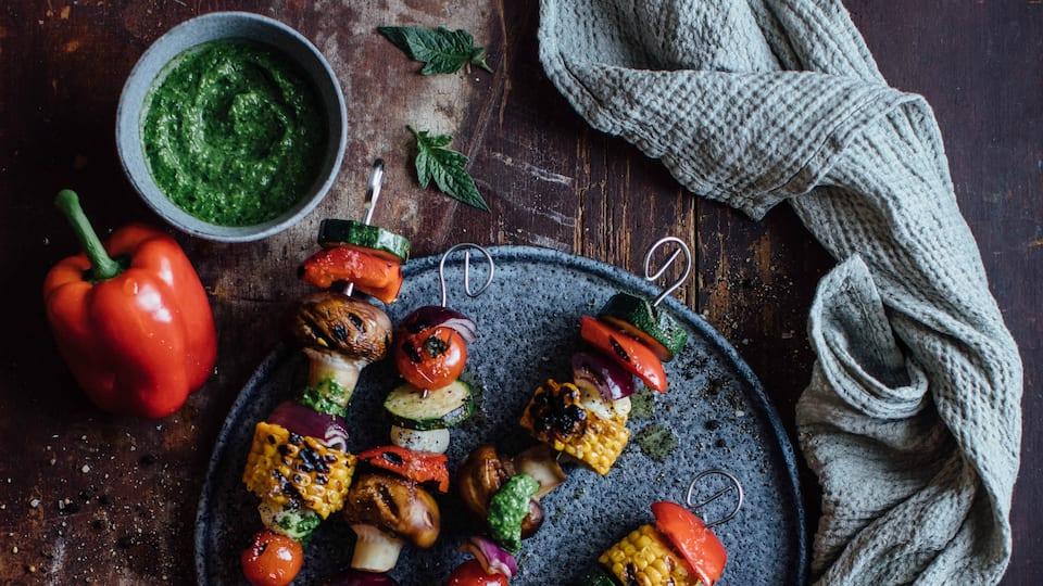 Gegrillte Gemüse-Käse-Spieße