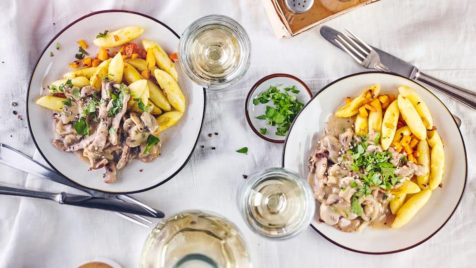Ein Klassiker für den Mittagstisch oder ein Abendessen für die ganze Familie: Probieren Sie einmal unser Rezept für Geschnetzeltes mit Pilzen und servieren als Beilage Schupfnudeln mit Kürbis!