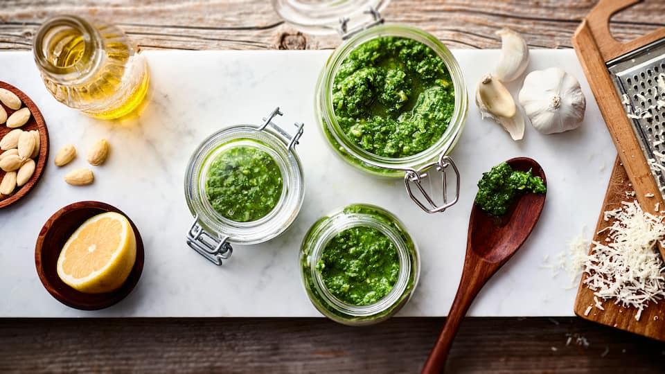 Wenn Sie bisher vielleicht nicht wussten, was Sie mit Giersch zubereiten können, haben wir hier eine Idee für Sie: Selbstgemachtes Giersch-Pesto!