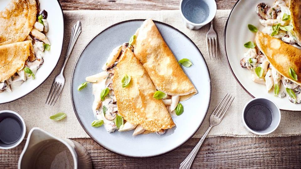 Mit unserem Rezept lernen Sie, wie Sie ganz einfach leckere Grieß-Pfannkuchen zubereiten – und Sie mit herzhaftem Gemüse füllen. Probieren Sie es aus!