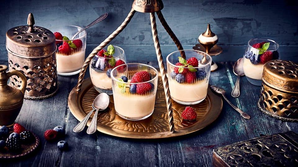 Mit unserem Grießpudding-Rezept bereiten Sie ein Dessert auf orientalische Art zu, ganz ohne Milch, dafür mit zerlassener Butter. Gleich ausprobieren!