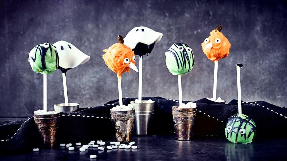Grusel, Grusel, Geisterstunde! Unser Rezept für dreierlei gruselige Halloween Cake Pops sind genau das Richtige für die nächste Halloweenparty.