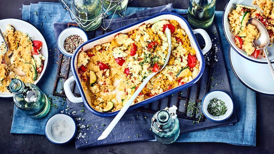 Hirse ist reich an Mineralstoffen und galt früher als Schönheitselixier. Der mediterrane Hirseauflauf mit ganz viel frischem Gemüse ist dazu noch super lecker!