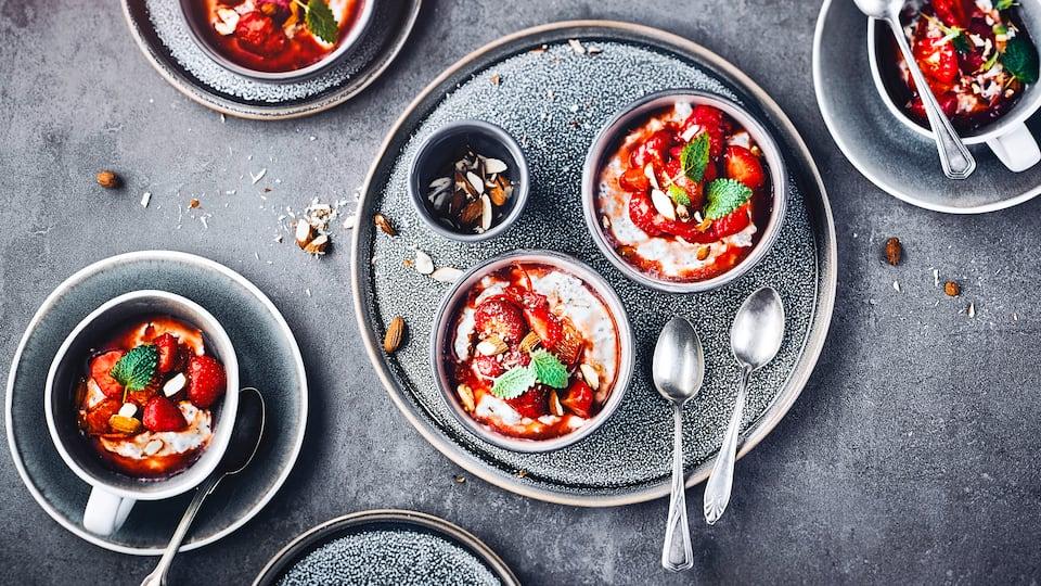 Bereiten Sie mithilfe unseres Joghurtmousse-Rezepts ein fruchtiges Dessert zu. Dank Holunderblütensirup schmeckt es besonders lecker.