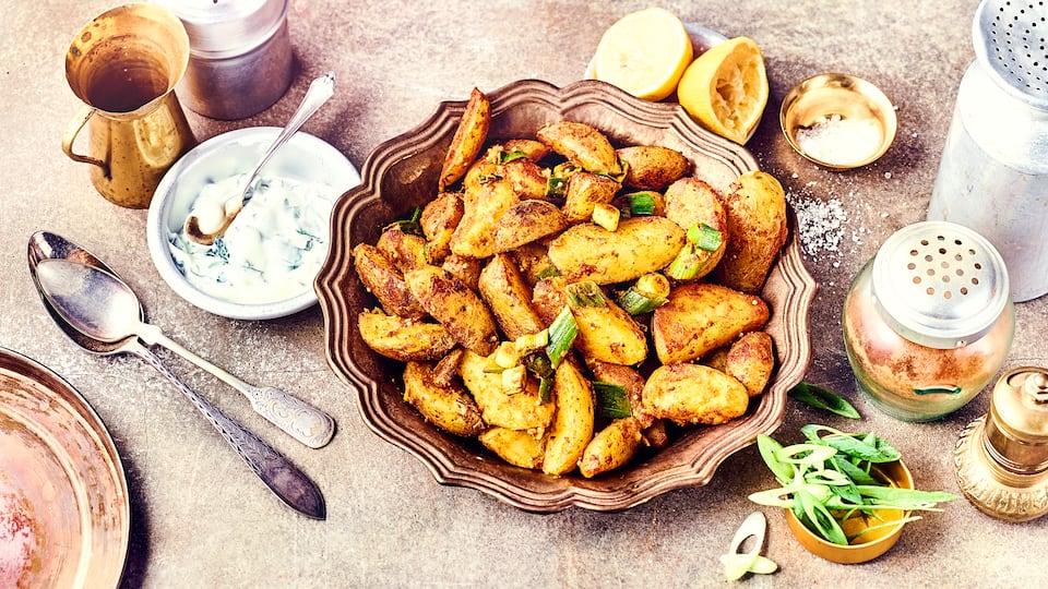 Mit diesem Rezept bereiten Sie im Handumdrehen eine indische Beilage zu, Indische Kartoffeln sind eine prima Ergänzung zum indischen Hauptgericht. Nicht nur für Veganer ein Genuss!