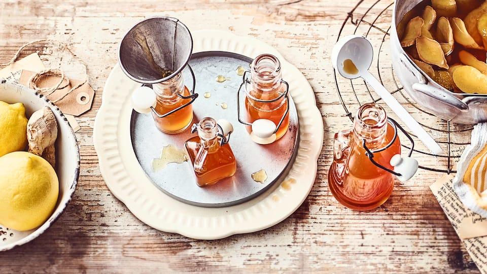Genau das Richtige um gut durch die Erkältungszeit zu kommen: Selbstgemachter Ingwer-Zitronen-Sirup. Schmeckt pur wie als Sirup für einen heißen Tee.