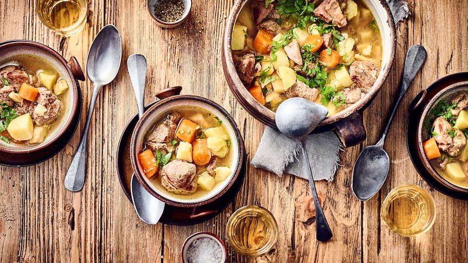 Zartes Lamm trifft auf Kartoffeln, Karotten und Pastinaken: Entdecken Sie unser Rezept für Irish Stew!
