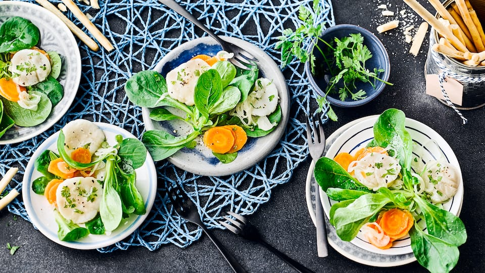 Jakobsmuscheln auf Salat