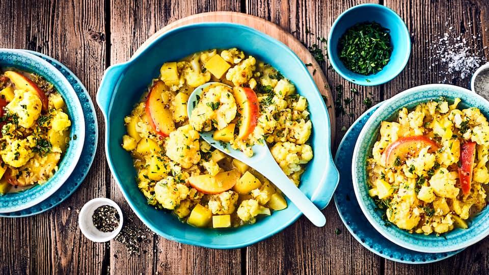 Unser Kartoffel-Blumenkohl-Curry kommt ganz ohne tierische Produkte aus und überzeugt dabei mit einem vollmundigen Geschmack & einer würzigen Note.