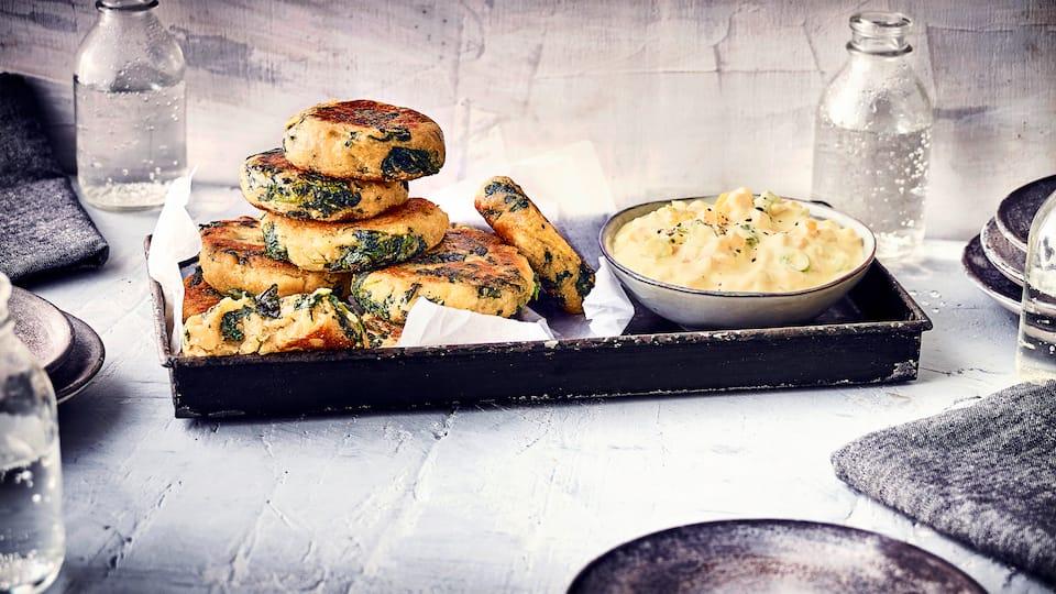 Sie haben Lust auf herzhafte Plätzchen? - Dann probieren Sie unsere Kartoffel-Spinat-Plätzchen: Kartoffelteig mit Spinat, zu Plätzchen geformt und gebraten, serviert mit einem Curry-Dip.