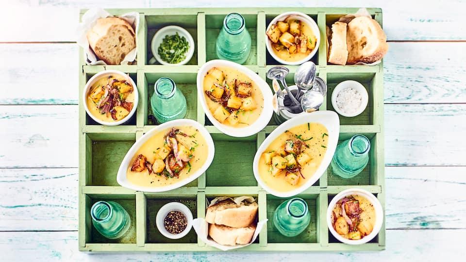 Suppe mit Milch? Probieren Sie doch mal unsere Kartoffelsuppe mit Zwiebeln,Gemüsefond und Milch, wie sie in Irland gerne gegessen wird.