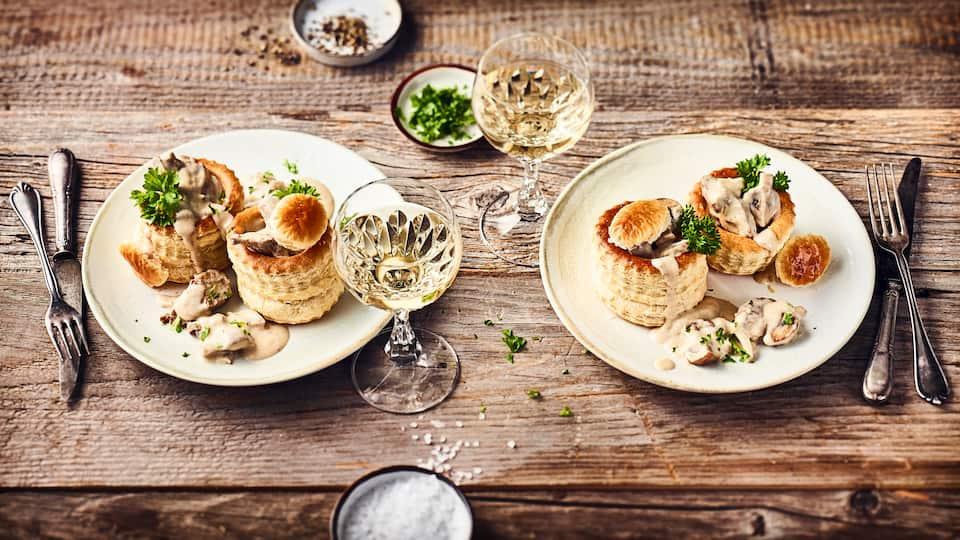 Die hohe Schule französischer Kochkunst, direkt aus Ihrer Küche. Dank unseres Rezepts für Königinpasteten mit Ragout fin leckere Realität. Probieren Sie es aus!