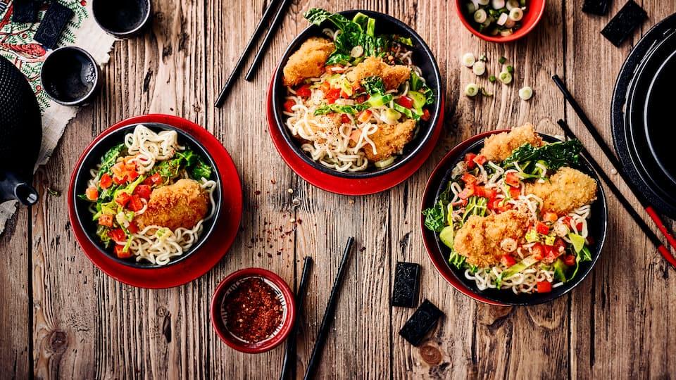 Leckeres Gericht aus der asiatischen Küche: Probieren Sie unsere Kokoshähnchen mit Mangold-Paprika-Gemüse aus dem Wok – fertig in 40 Minuten!