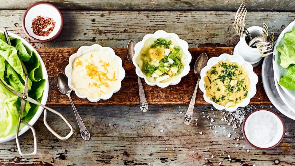 Eivinaigrette, Kräutervinaigrette und Orangenvinaigrette sind unsere drei Dressings, die hervorragend zu einem frischen, knackigen Kopfsalat passen.