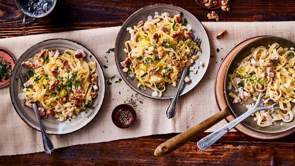 Traditionell aus Österreich kommt unser Rezept für köstliche Krautfleckerl und schmeckt richtig schön deftig!
