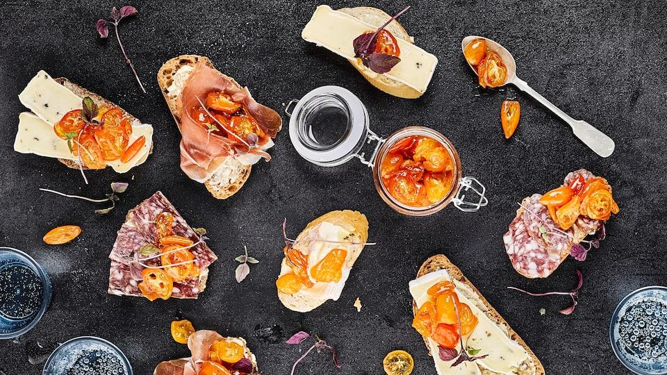 Würzige Marmelade aus Miniorangen: Probieren Sie unser Kumquat-Chutney mit Zimt und Chili und genießen Sie es zu Brot mit Weichkäse, Salami oder Schinken!