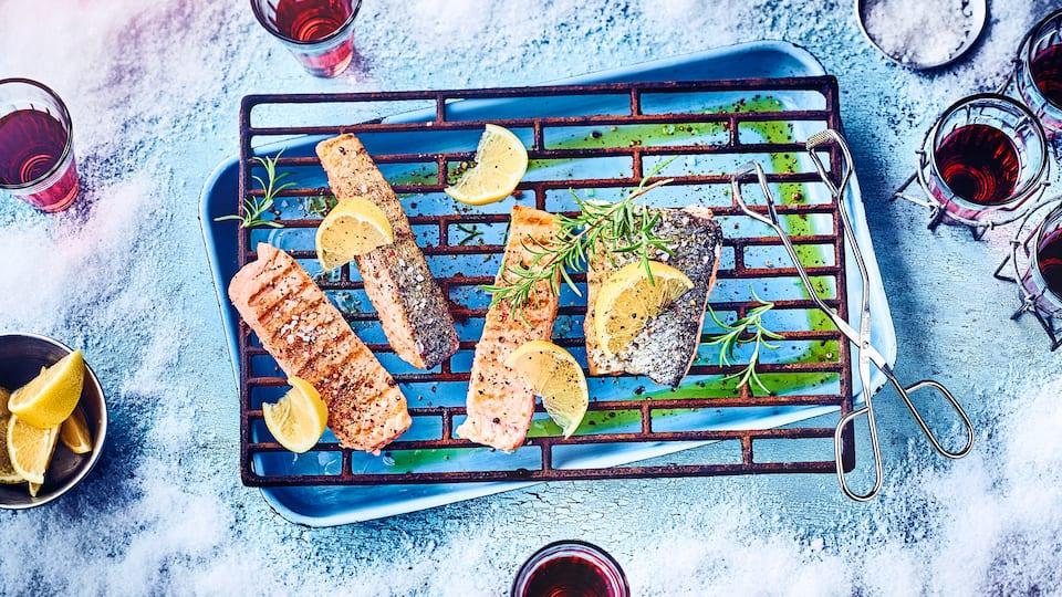 Unser Tipp für ein Hauptgericht mit Fisch: Probieren sie unser Lachsfilet vom Grill mit Meersalz und Zitrone – in nur 10 Minuten servierbereit!