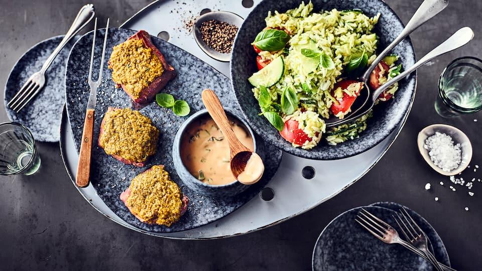 Unser gegrilltes Lammsteak wird mit einem Reissalat serviert. Lassen Sie sich von unseren Rezepten für Lamm vom Grill, vom Herd & aus dem Ofen inspirieren!
