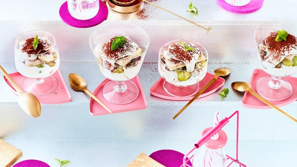Bereiten Sie mit unserem Rezept ein leckeres, leichtes Tiramisu mit Trauben und Chia zu. Ein festliches Dessert, das gut zu verschiedenen Obstarten passt.